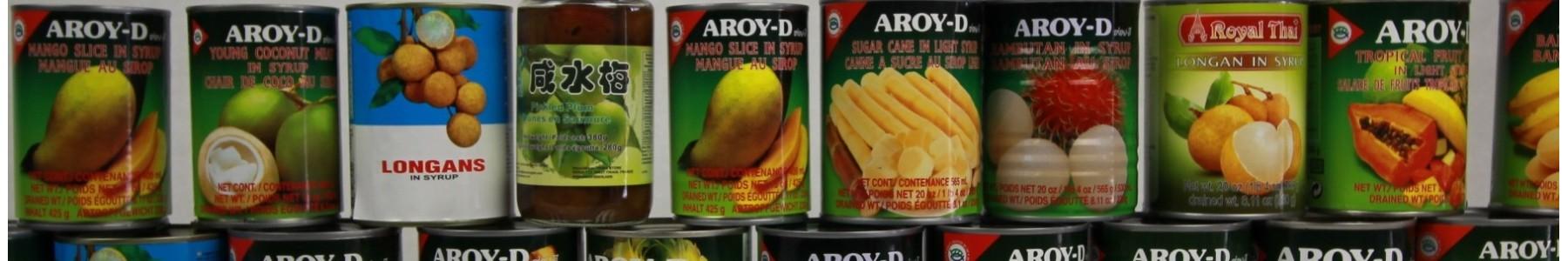 Een diversiteit aan exotische fruit in blik of bokaal